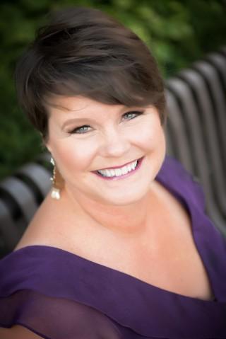Debra Gilroy Headshot.jpg